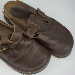 LOBO Women's Closed Toe Pull On Brown